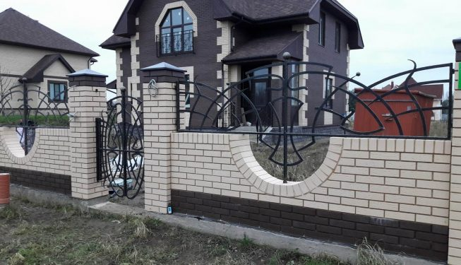 Кованый забор и калитка