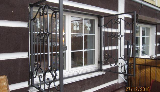 Распашные решётки на окно