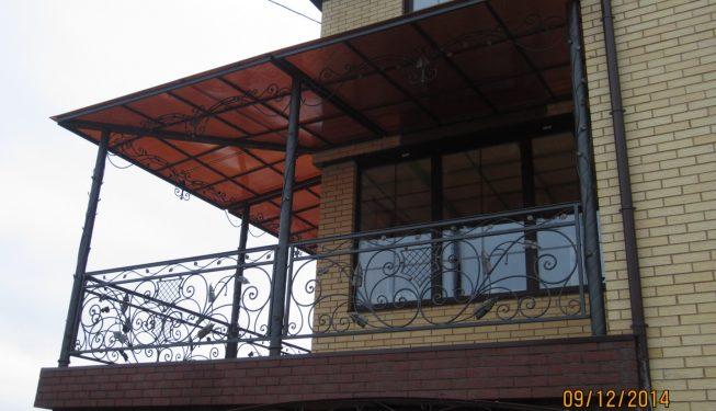Балкон второго этажа с навесом