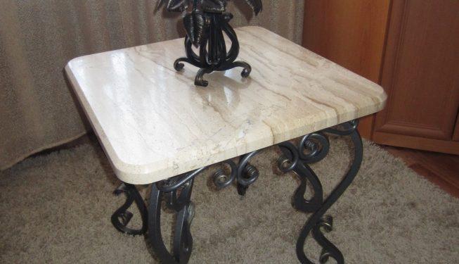Кованый журнальный столик с мраморной столешницей