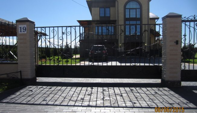 Ковные откатные ворота