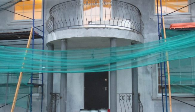 Радиусный французский балкон