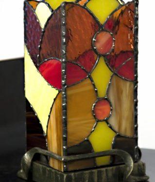 Светильник с витражом в кованом основании